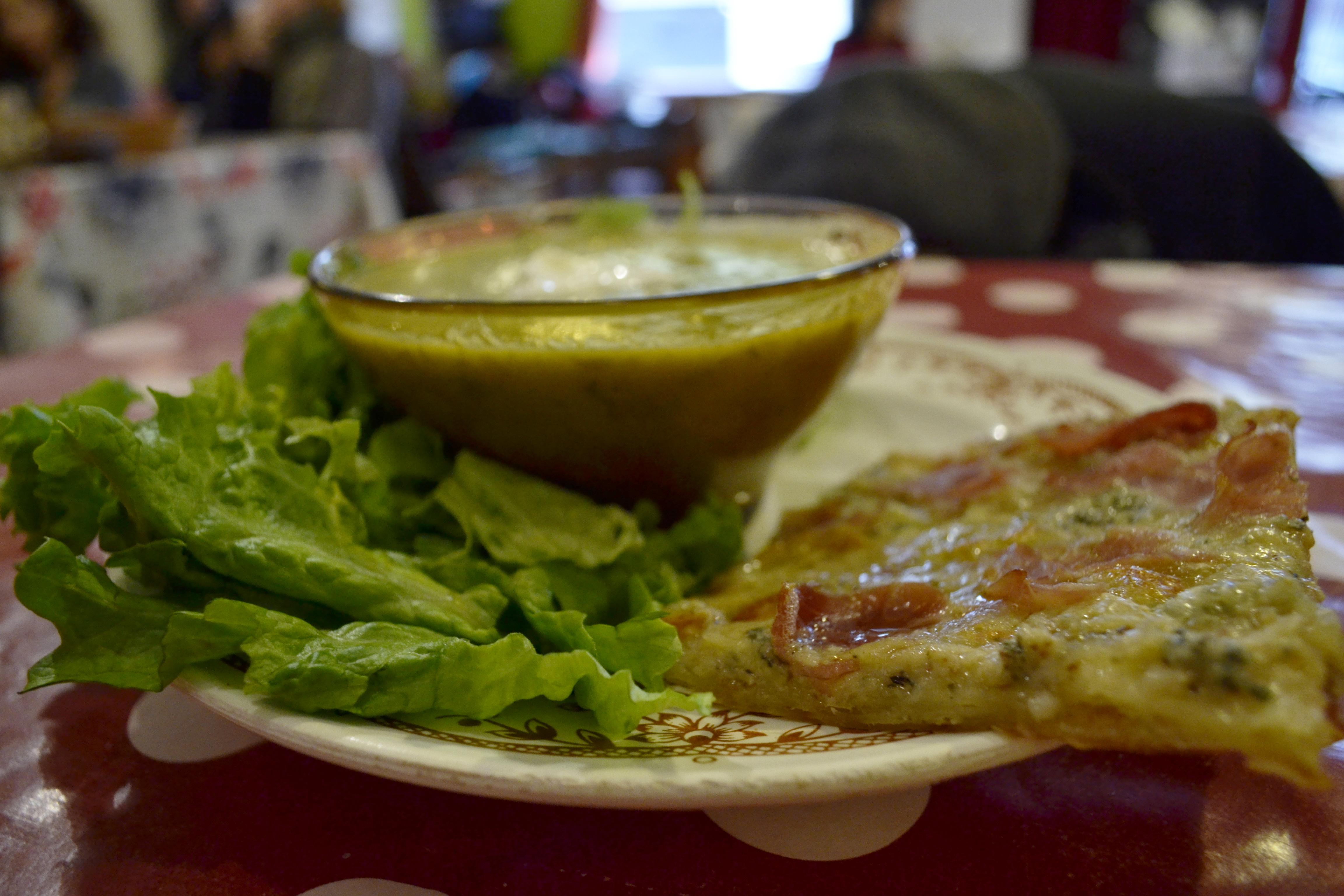 Assiette à la RM - Soupe, pizza et salade verte